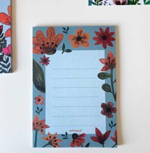 notes z wyrywanymi kartkami